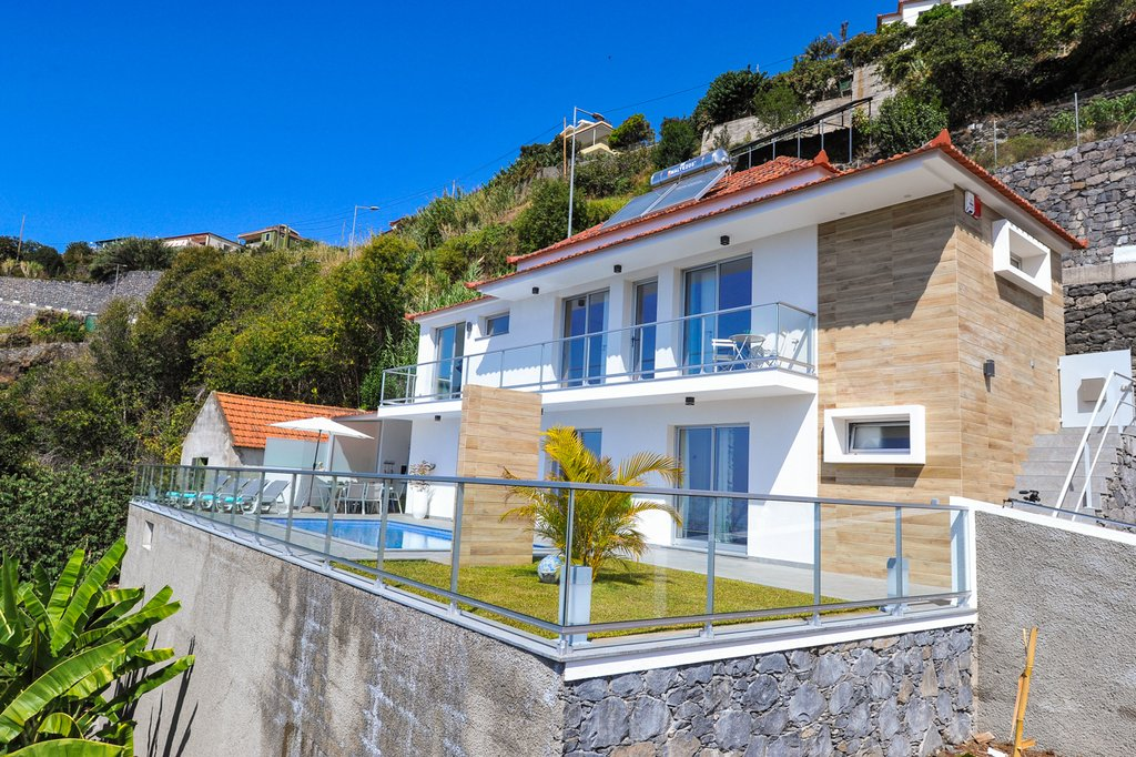 Ferienh user fincas bungalows und villen auf madeira for Haus in madeira